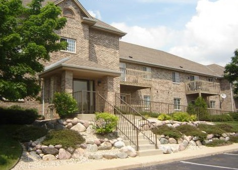 Meadow Ridge Apartments in Pewaukee, WI