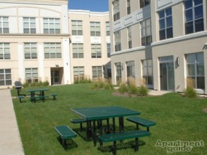 Bayshore Place Apartments- courtyard